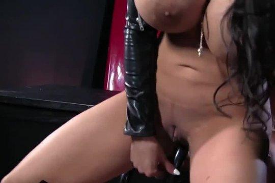 Шикарная Рабыня Присела На Страпон - Смотреть Порно Онлайн