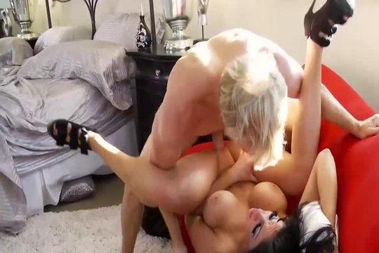 Виктория Принимает Мощные Струи Спермы В Свой Рот - Смотреть Порно Онлайн