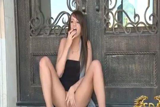 Дрочит Прямо На Пороге Своих Родителей - Смотреть Порно Онлайн